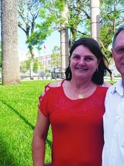 Em visita aos parentes em Flores da Cunha, o casal aproveita para rever amigos e lugares da cidade natal.