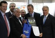 Presidente recebeu o pedido e foi presenteado com o livro Paisagens do Vinhedo Rio-Grandense, de Rinaldo Dal Pizzol e Luís Vicente Elias Pastor