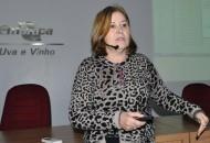A apresentação foi feita pela pesquisadora da Embrapa Uva e Vinho e coordenadora técnica do Cadastro Vitícola, Loiva Ribeiro de Mello