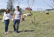 Giulia Trucolo Martinelli e Adílio de Oliveira se conheceram na vindima de 2014 e nunca mais colheram uvas sozinhos