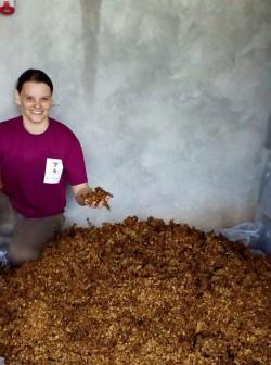 Nas duas últimas safras Fernanda Dall'Asta, enóloga à frente da Vinícola Batalha Vinhas e Vinhos, de Candiota, já reutilizou os resíduos provenientes da vinificação para a elaboração de adubo orgânico.