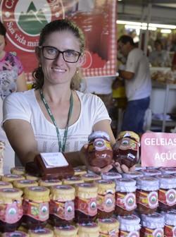 Raquel Pellegrini, de Paraí, responsável pela agroindústria familiar Casa do Sabor - (54) 99664-2169 - contato@casadosabor.ind.br